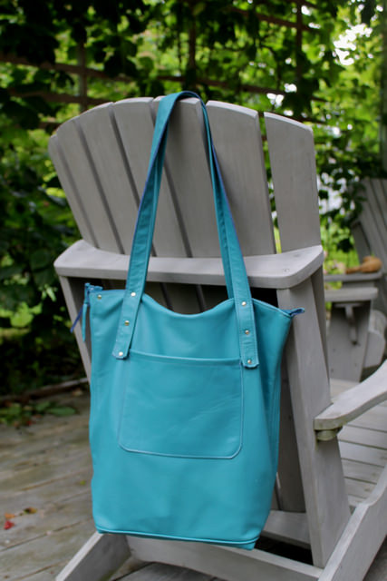 georgian tote outside