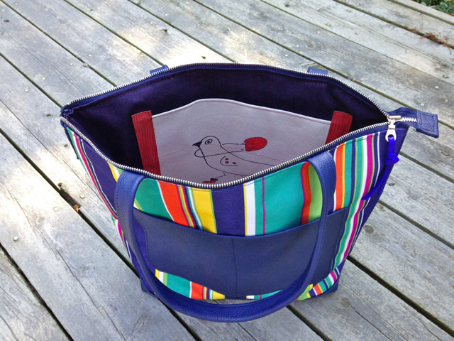 striped-tote-interior